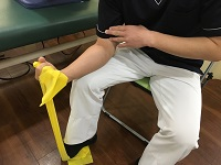 回内屈筋群チューブ筋力訓練